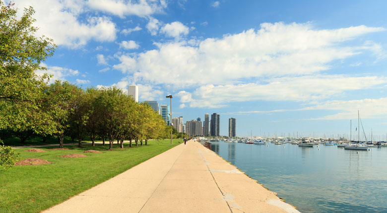 Bike along the Chicago Lakefront Trail